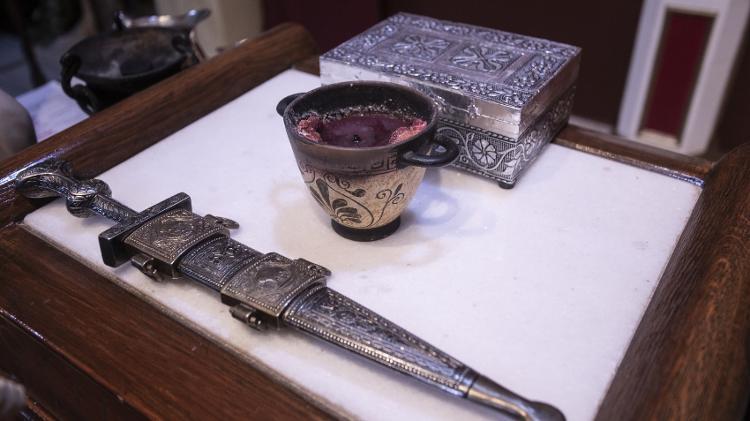 A espada que separa o território sagrado